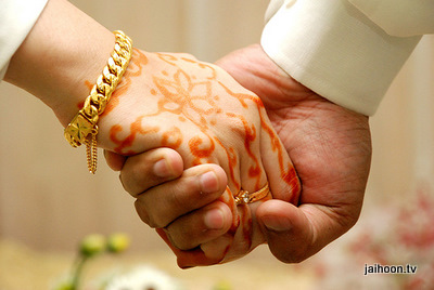 muslim_wedding_hands[1]